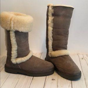 Ugg brown Sundance sheepskin lined boots sz 7 EUC
